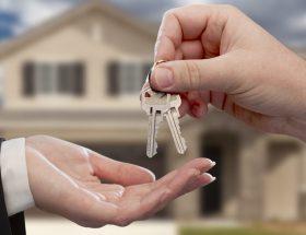 घर बेचने पर टैक्स से कैसे बचें?