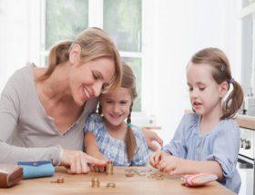 बच्चों को वित्तीय जानकारी कैसे दें?