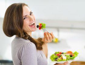 भोजन के साथ सलाद जरूर खाएं