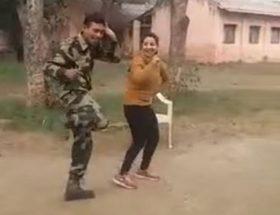 'चिकनी चमेली' पर जब इस खूबसूरत लड़की के साथ जमकर नाचा भारतीय सेना का ये जवान