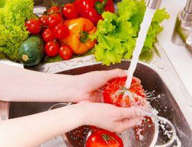 सब्जियों को साफ करने का सही तरीका जानती हैं आप