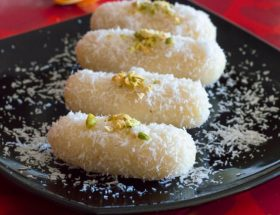 त्योहारी सीजन में बनाएं बंगाली मिठाई चमचम