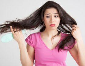 बालों के झड़ने की समस्या से परेशान हैं तो लगाएं मेथी के हेयर मास्क